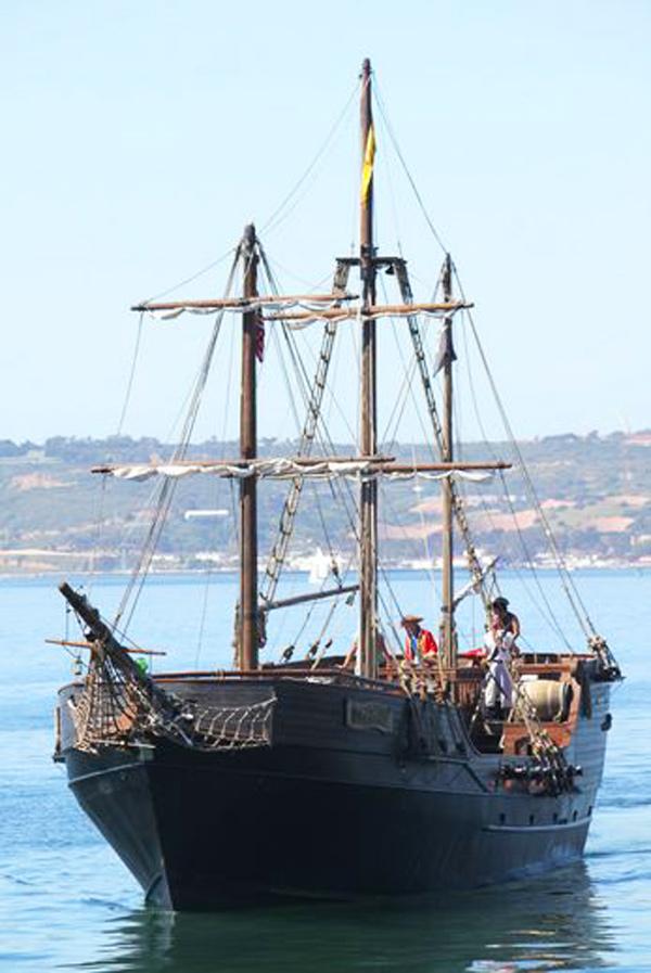 Hawaii Pirate Ship Adventures Pirate Daytime Cruise Hawaii - Pirate ship cruise hawaii