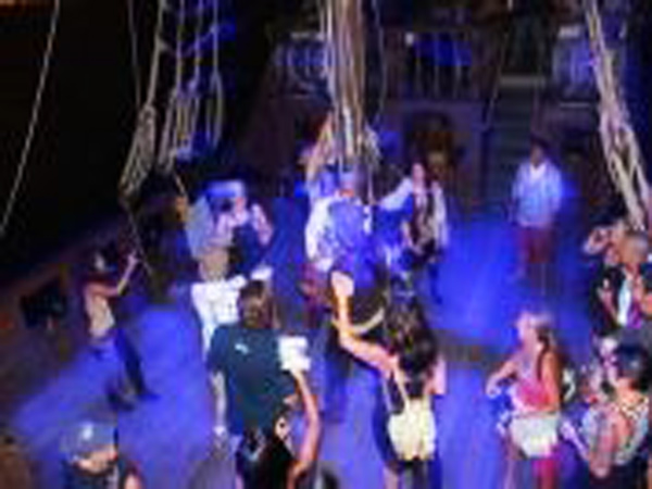 Hawaii Pirate Ship Adventures Pirate Dance Cruise Hawaii - Pirate ship cruise hawaii