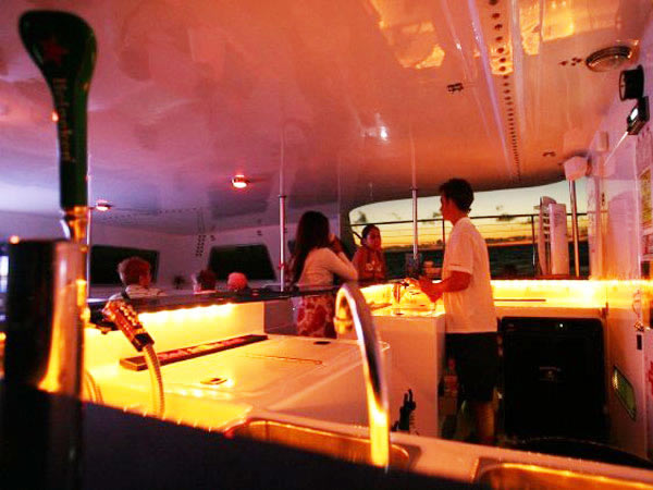 Makani Catamaran - Friday Night Fireworks Sail - Hawaii